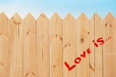 Miłość znak na drewnianej teksturze Obrazy Royalty Free