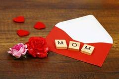 Miłości mamy sformułowania na starym drewnie matkują ` s dnia pojęcie Zdjęcia Royalty Free