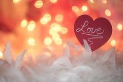 Miłości nutowej karty czerwony kierowy biały piórko uskrzydla Obraz Stock