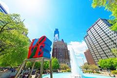 Miłości rzeźba w miłość parku w Filadelfia PA fotografia stock