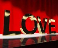 Miłości słowo Pokazuje serce I romans Dla walentynek Lub miłości Actin Obraz Royalty Free