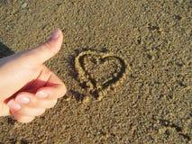 Miłości serce na piasku Zdjęcia Royalty Free