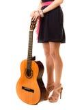 Miłośnik muzyki, lato dziewczyna z gitarą odizolowywającą Zdjęcia Royalty Free