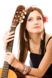 Miłośnik muzyki, lato dziewczyna z gitarą odizolowywającą Obrazy Royalty Free