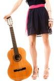 Miłośnik muzyki, lato dziewczyna z gitarą odizolowywającą Zdjęcie Stock