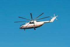 Mi-26 βαρύ στρατιωτικό ελικόπτερο μεταφορών κατά την πτήση Στοκ φωτογραφίες με δικαίωμα ελεύθερης χρήσης