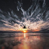Mi-8 вертолеты, теплый заход солнца Стоковое фото RF