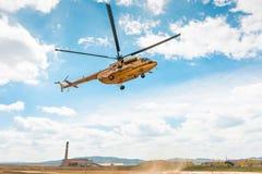 MI-8直升机着陆 库存图片