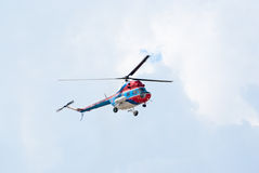 Mi-2 μύγες ελικοπτέρων Στοκ Φωτογραφίες