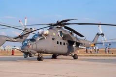 Mi-35M avfyrar servicehelikoptern Royaltyfri Bild