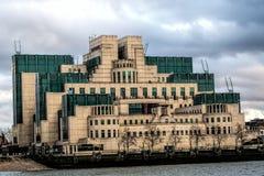 MI6 byggnad, London, England Arkivbilder