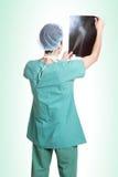 Mi docteur caucasien de mâle adulte images libres de droits