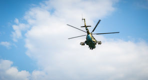 Mi-24 en monument Fotografering för Bildbyråer