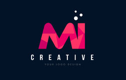 MI M I Letter Logo com baixo conceito cor-de-rosa poli roxo dos triângulos Fotografia de Stock Royalty Free
