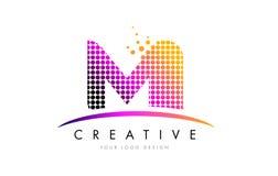 MI M I Letter Logo Design com pontos magentas e Swoosh Fotografia de Stock