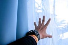 Mi mano es el esperar dispuesto algo entrar en vida imagen de archivo