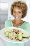 Mi plaque de fixation de femme adulte avec les nourritures saines Images libres de droits