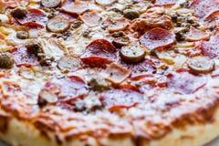 Mięsna pizza Zdjęcia Royalty Free