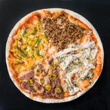 Mięsna pizza na ciemnym tle Obraz Stock