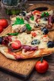 Mięsna pizza z serem Fotografia Stock