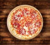 Mięsne pizze z salami na drewnianym stole Fotografia Royalty Free