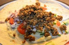 Mięsnego taco obiadowy talerz na kuchennym stole Obraz Royalty Free