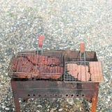 Mięsny grill na lato wieczór campingu zdjęcie stock