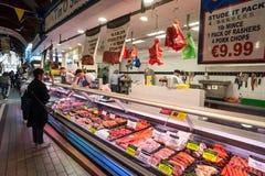 Mięsny kontuar przy Korkowym miasto angielszczyzn rynkiem Obrazy Stock