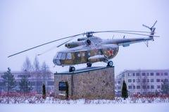 Mi--8Tpilotmonument i parkera Fotografering för Bildbyråer