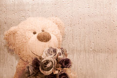Miś trzyma kwiatu Zdjęcie Stock