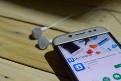 Mi uso del revelador de los contactos en la pantalla de Smartphone imágenes de archivo libres de regalías