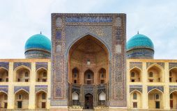 MI-yo-árabe de Madrasa en Bukhara, Uzbekistán imagen de archivo