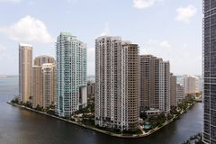 Miami-Ansicht in Richtung zur Brickell Taste stockbilder