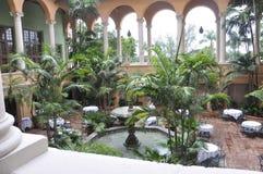 Miami august 9th: Borggård för hotell Biltmore & klubbhusfrån Coral Gables av Miami i Florida USA Royaltyfri Bild