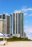 Miami Beach, Флорида, современные здания архитектуры вдоль пляжа Стоковые Фотографии RF
