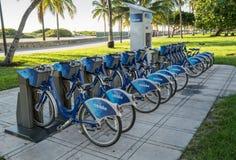 Miami Beach, Флорида, США - 3-ье октября 2015: Станция велосипеда Citi Стоковые Изображения