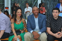 MIAMI BEACH, FL - 21 JUILLET : Le Doc. Rivers (c) s'occupent d'A Exposition de Z Araujo Photos libres de droits