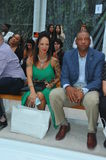 MIAMI BEACH, FL - 21 JUILLET : Le Doc. Rivers (r) s'occupent d'A Exposition de Z Araujo Photo stock