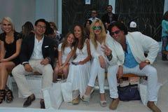 MIAMI BEACH, FL - 21. JULI: Gäste nehmen an dem A teil Show Z Araujo Lizenzfreie Stockfotos