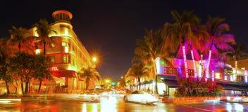 Miami Beach Florida, färgrik nattsommarplats Arkivbild