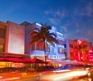 Miami Beach, Florida hotell och restauranger på sunse Royaltyfri Foto