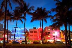 Miami Beach, Florida hotell och restauranger på solnedgången Arkivbilder