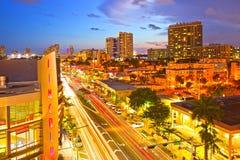Miami Beach Lincoln Road Mall Movie Theater und rollender Verkehr Lizenzfreie Stockbilder