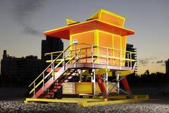 Miami Beach livräddaretorn som tänds med exponeringen royaltyfri fotografi