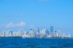 Miami cityscape längs shoreline Arkivbild
