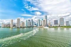 Miami dawntown, usa Widok Miami w centrum linia horyzontu przy pogodnym i chmurnym dniem z zadziwiającą architekturą ry życia pod fotografia stock