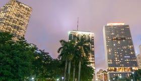 MIAMI - 25 DE FEVEREIRO DE 2016: Skyline e construções da cidade Wel de Miami fotos de stock