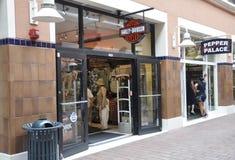 Miami, el 9 de agosto: Tienda del centro comercial de Bayside de Miami en la Florida los E.E.U.U. Imagen de archivo