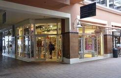Miami, el 9 de agosto: Tiendas del centro comercial de Bayside de Miami en la Florida los E.E.U.U. imagen de archivo