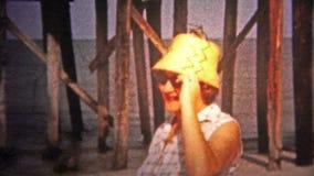MIAMI, ETATS-UNIS -1960 : Plusieurs des piliers de Miami étaient dans le délabrement et ont eu besoin d'une remontée du visage banque de vidéos